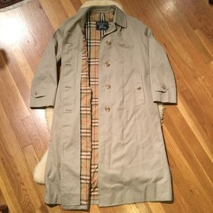 Burberry vintage khaki beltless trench coat